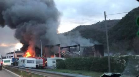 incendio-capannone-camper-pogli-ortovero-386689.660x368
